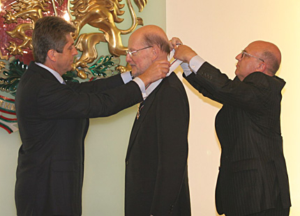 "The president Georgi Parvanov bestowed Bulgarian state top honours, the medal ""Stara Planina"", to Simeon Saxe Coburg Gotha – prime minister of Bulgaria for the period 2001-2005"